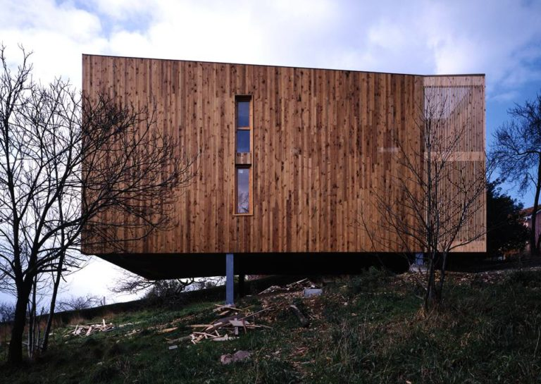 Sustainable Architecture, Hybrid Architecture, House of steel and Wood by Ecosistema Urbano