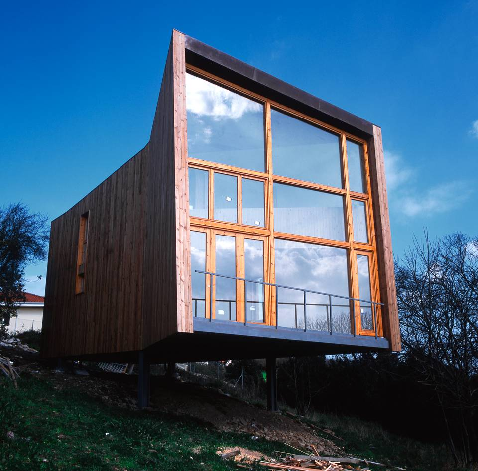 Hybrid Architecture, House of steel and Wood by Ecosistema Urbano
