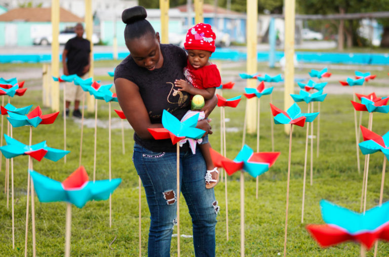 ExumaOrigami garden, mother and children. ecosistema urbano